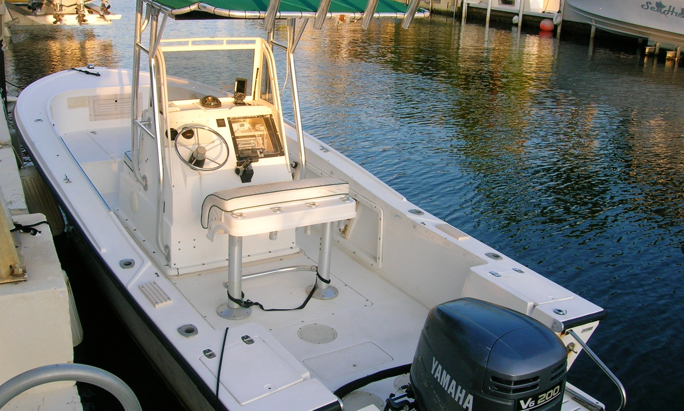 6 Person Mako Center Console Rental in Key Largo | GetMyBoat