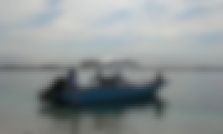 26' Panga Center Console Boat Rental in Spanish Wells, The Bahamas