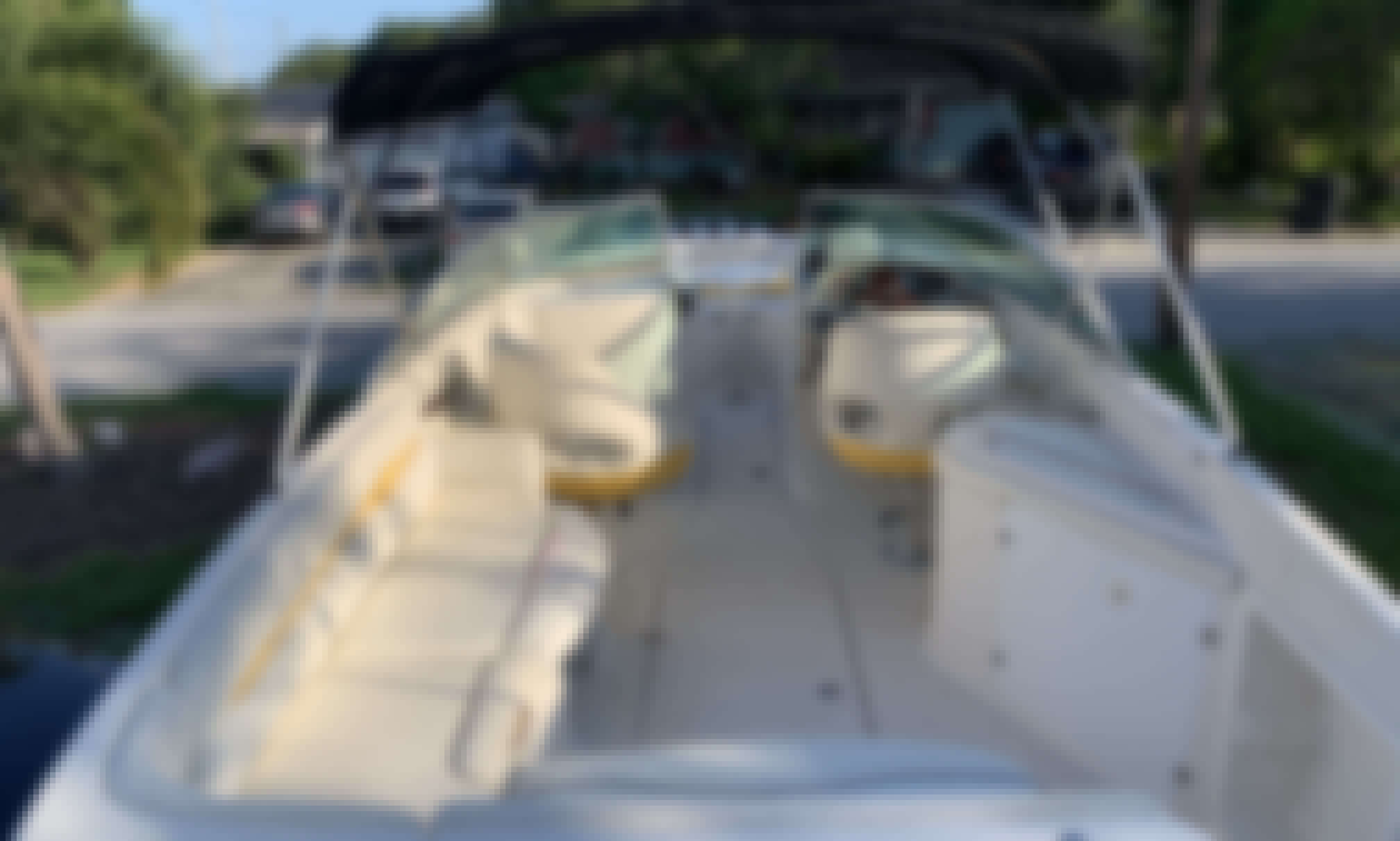 Rent a Party Boat with seating capacity for 8 people! 24' Monterey Montura 248LS Bowrider in St. Petersburg