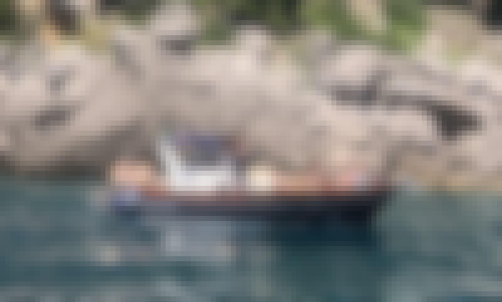 Live a Day on a Beautiful Coast onboard a 33' Apreamare Smeraldo 9 Luxury Gozzo from Positano, Italy!
