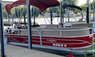 Sun Tracker 22ft 8 Passenger Pontoon Rental In Lake Norman