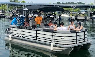 Tube, Ski, Fish & FUN on Lake Lanier!!!!! Enjoy the lake on a Veranda TRITOON Boat!
