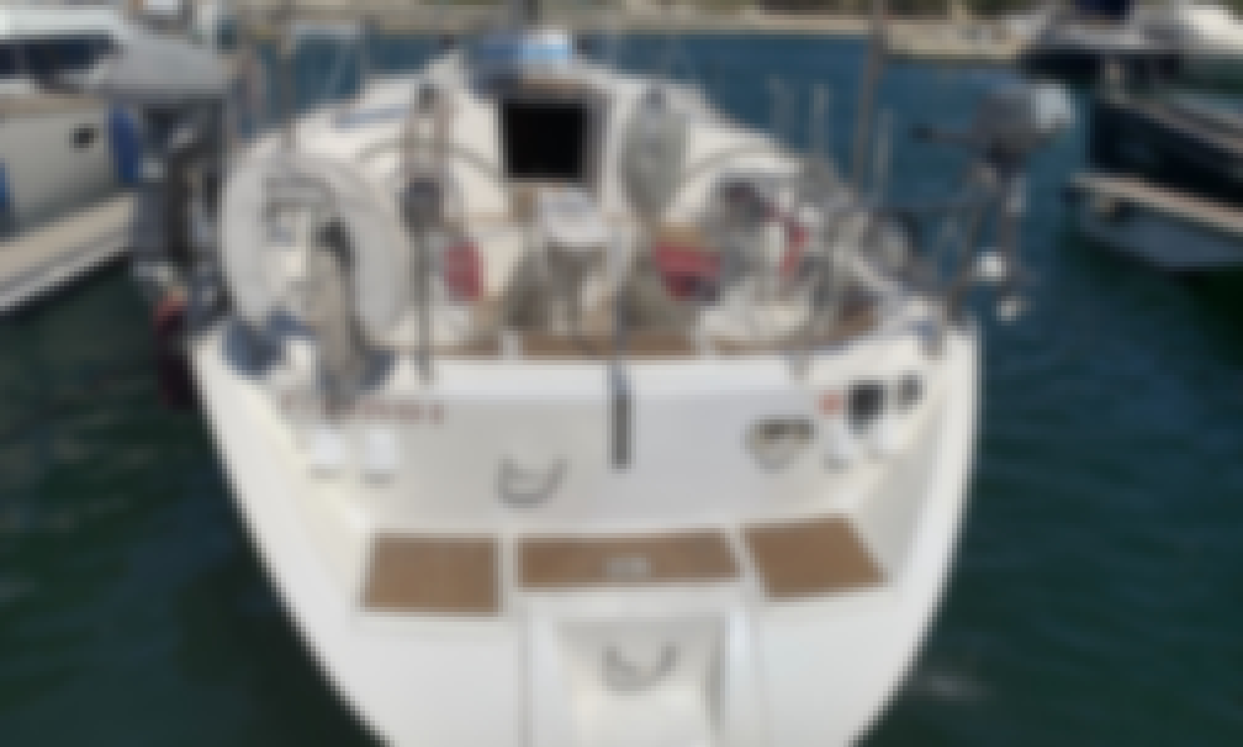 Charter this Beneteau Oceanis 50 Sailboat for 11 Guests in Dénia