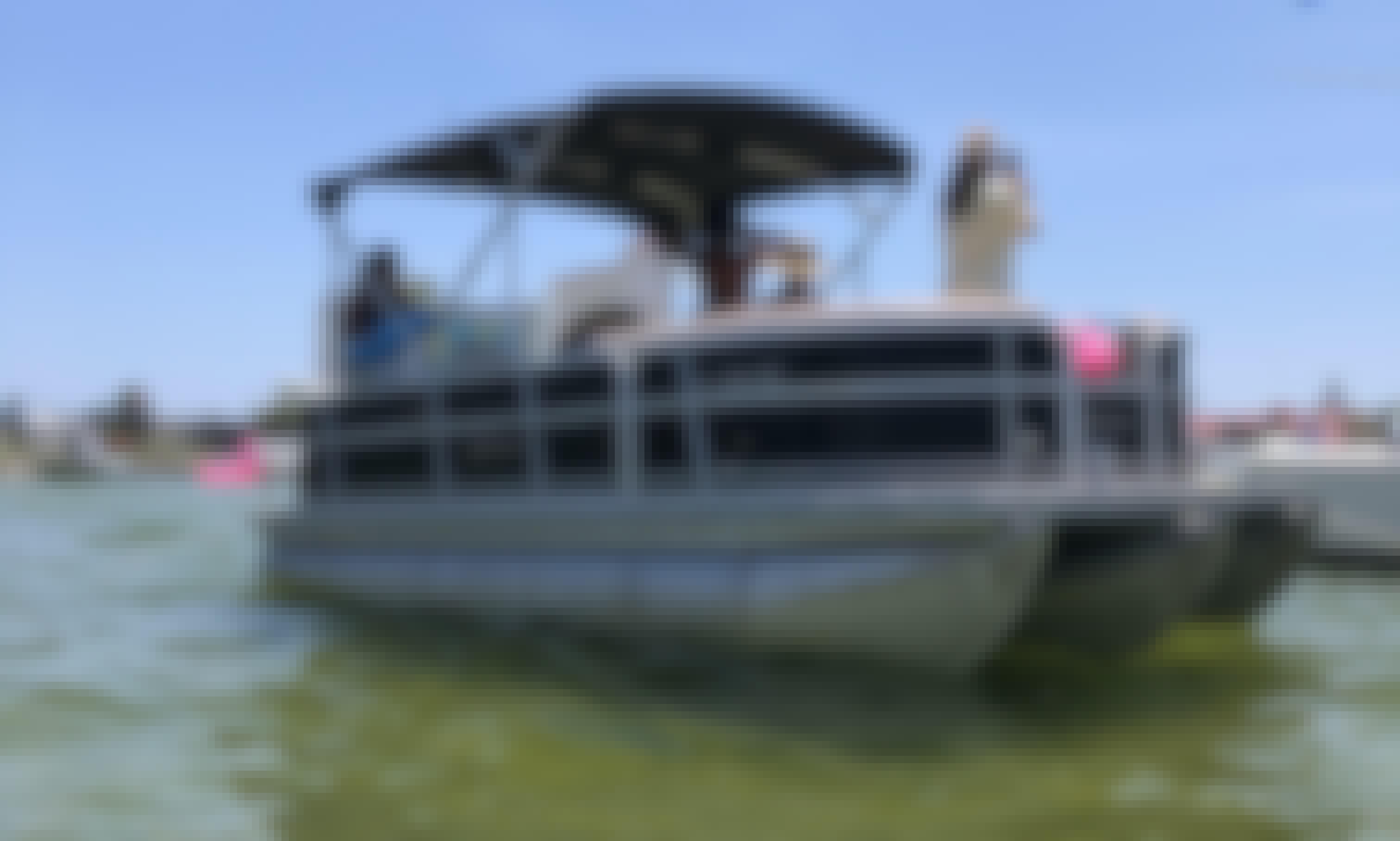 Berkshire Tritoon 22' Cruiser for Charter in Gulf Breeze