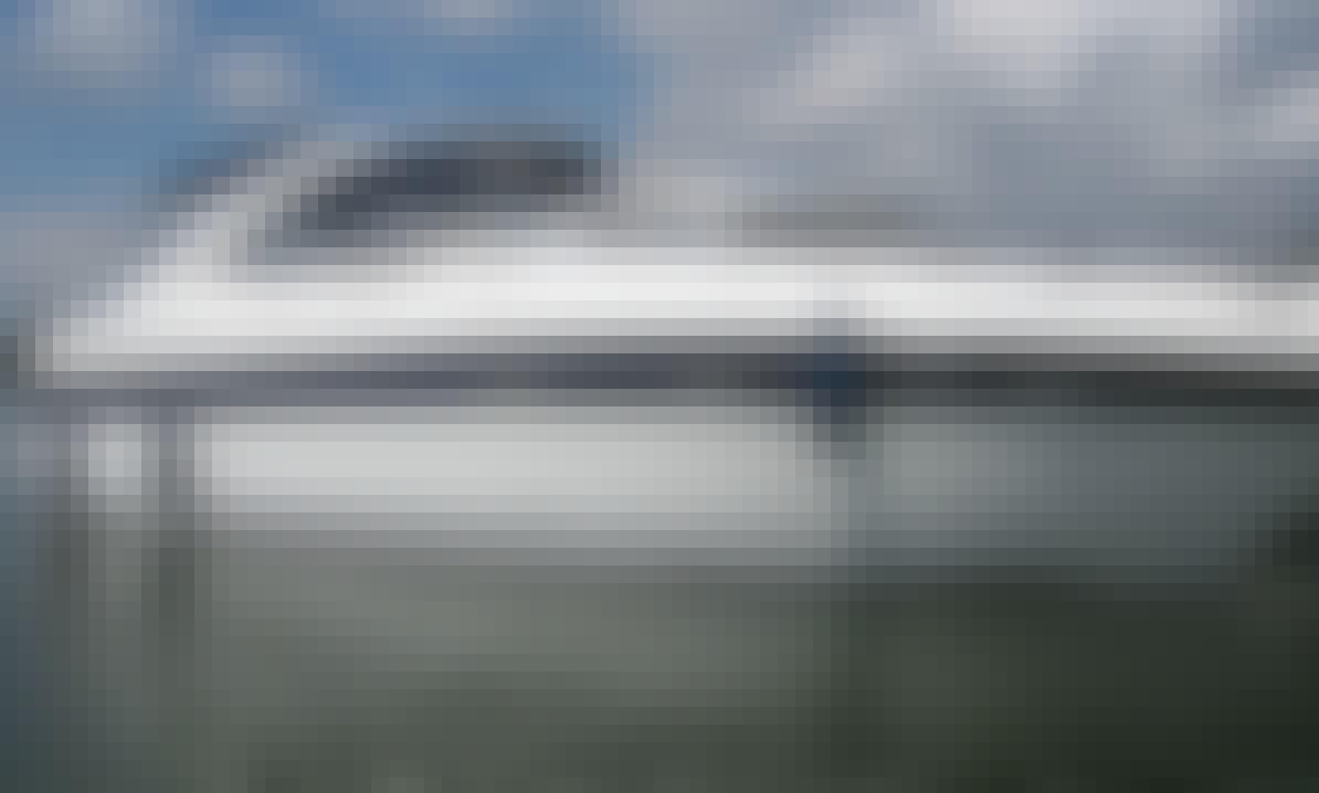 Charter the Bavaria Sport 33 - Yamila Motor Yacht in Islas Baleares