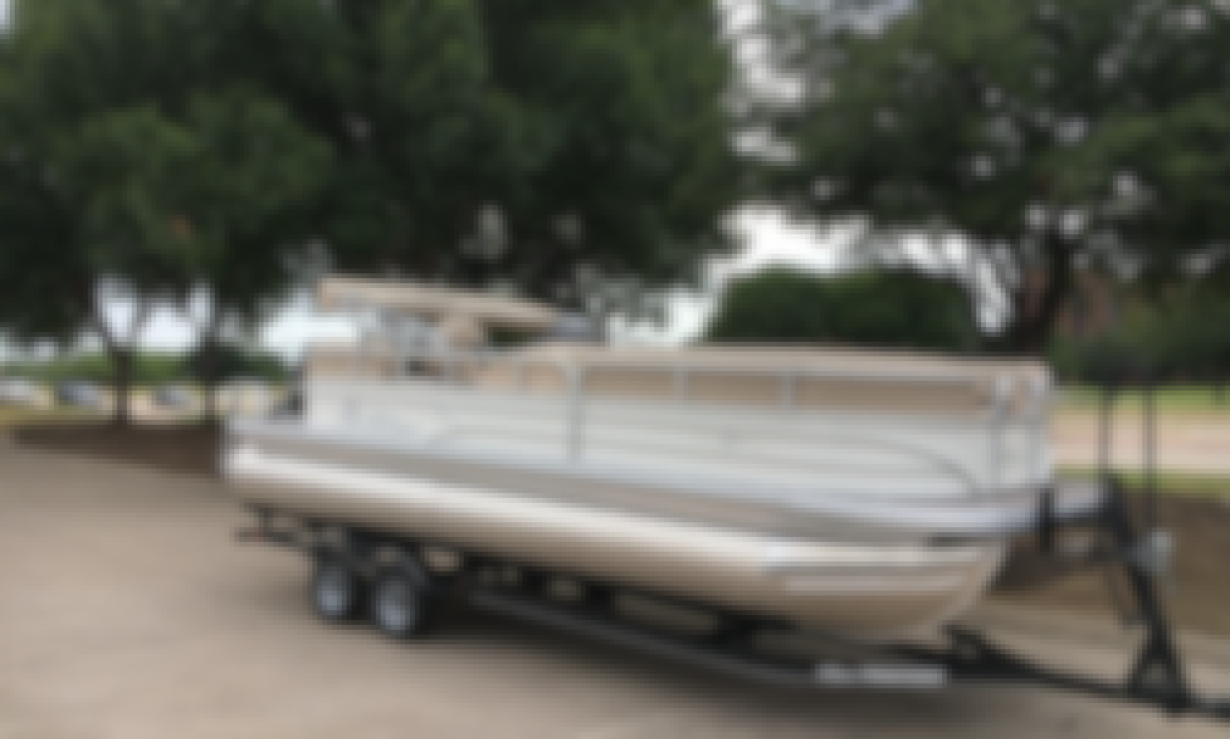 Charter this 22' Sun Tracker DLX Pontoon Boat on Lake Lewisville