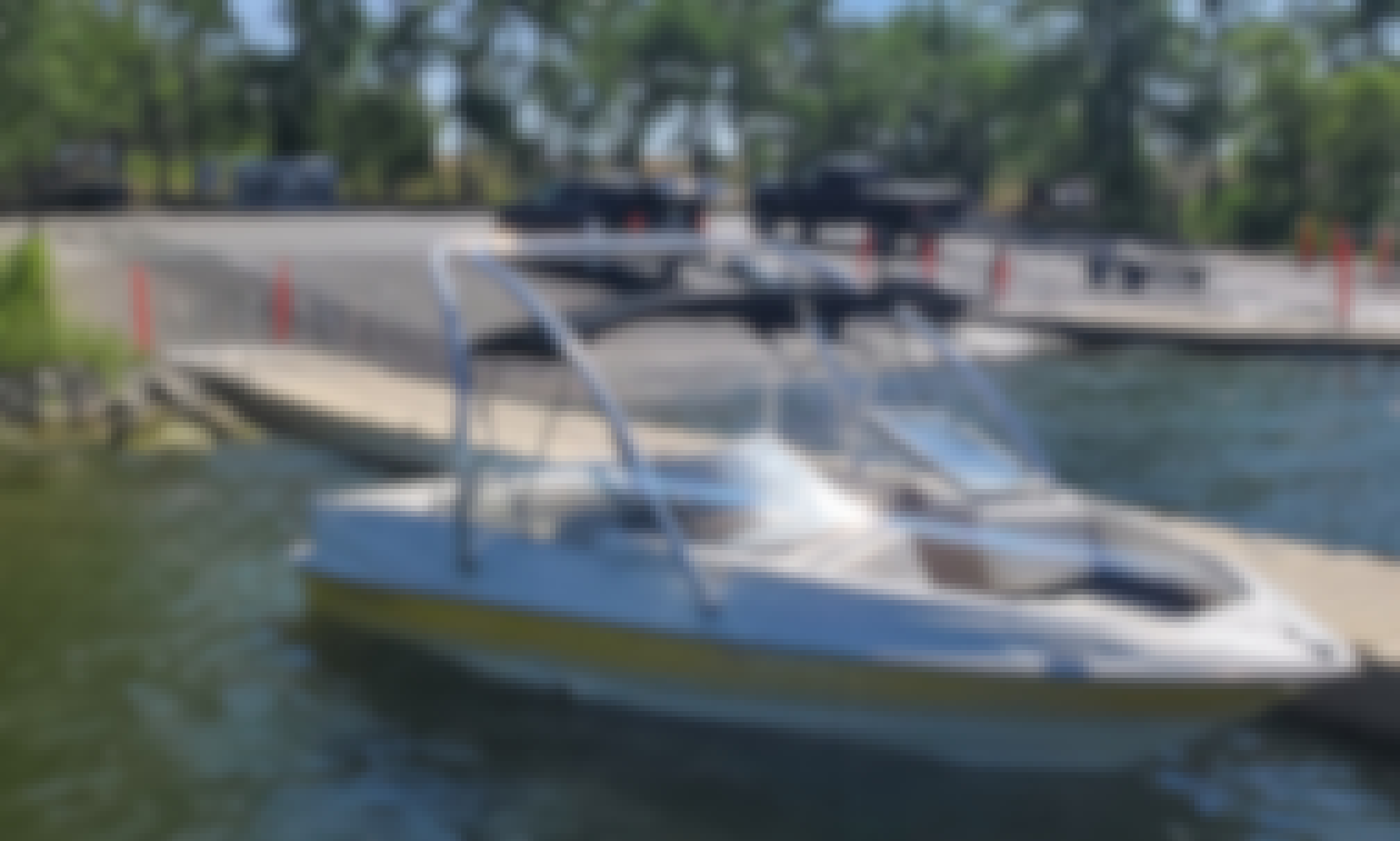 Rent Powerboat Holding 8 in Denver
