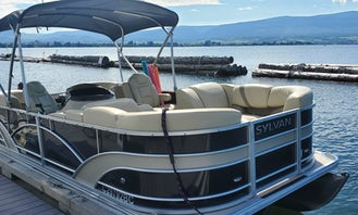 Beautiful Pontoon boat in Kelowna Okanagan Lake