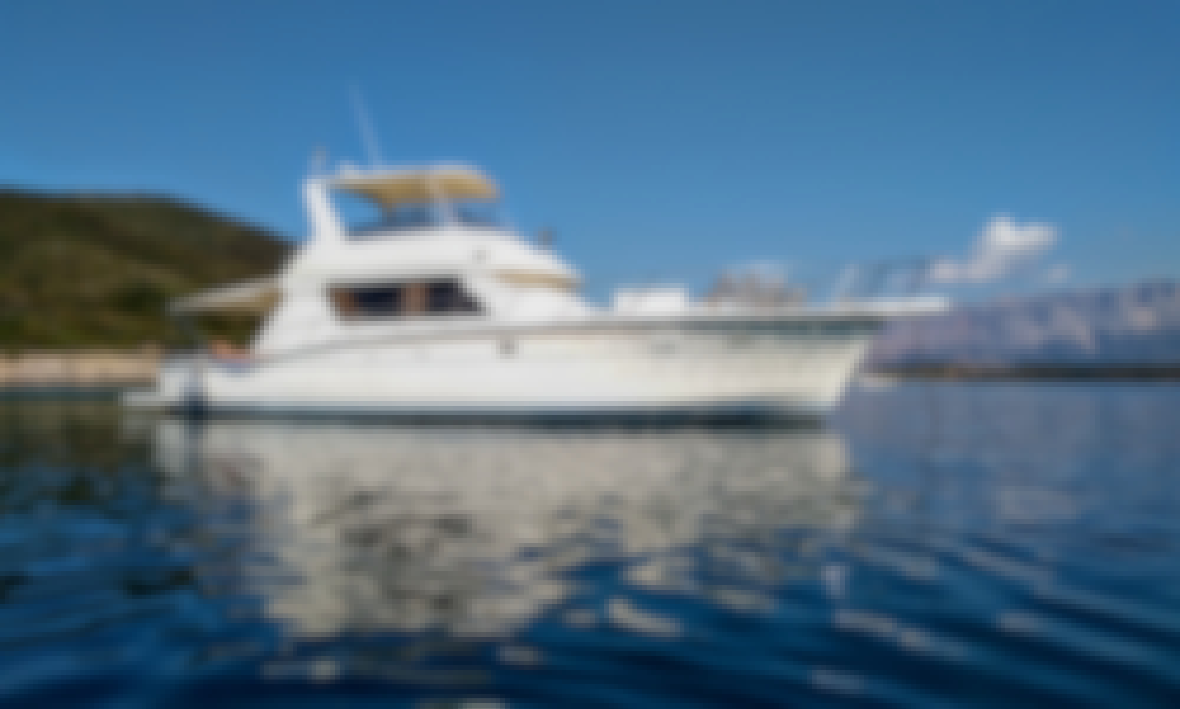 Hatteras 52 Convertible Motor Yacht for Rent in Marina Zeas Pireas