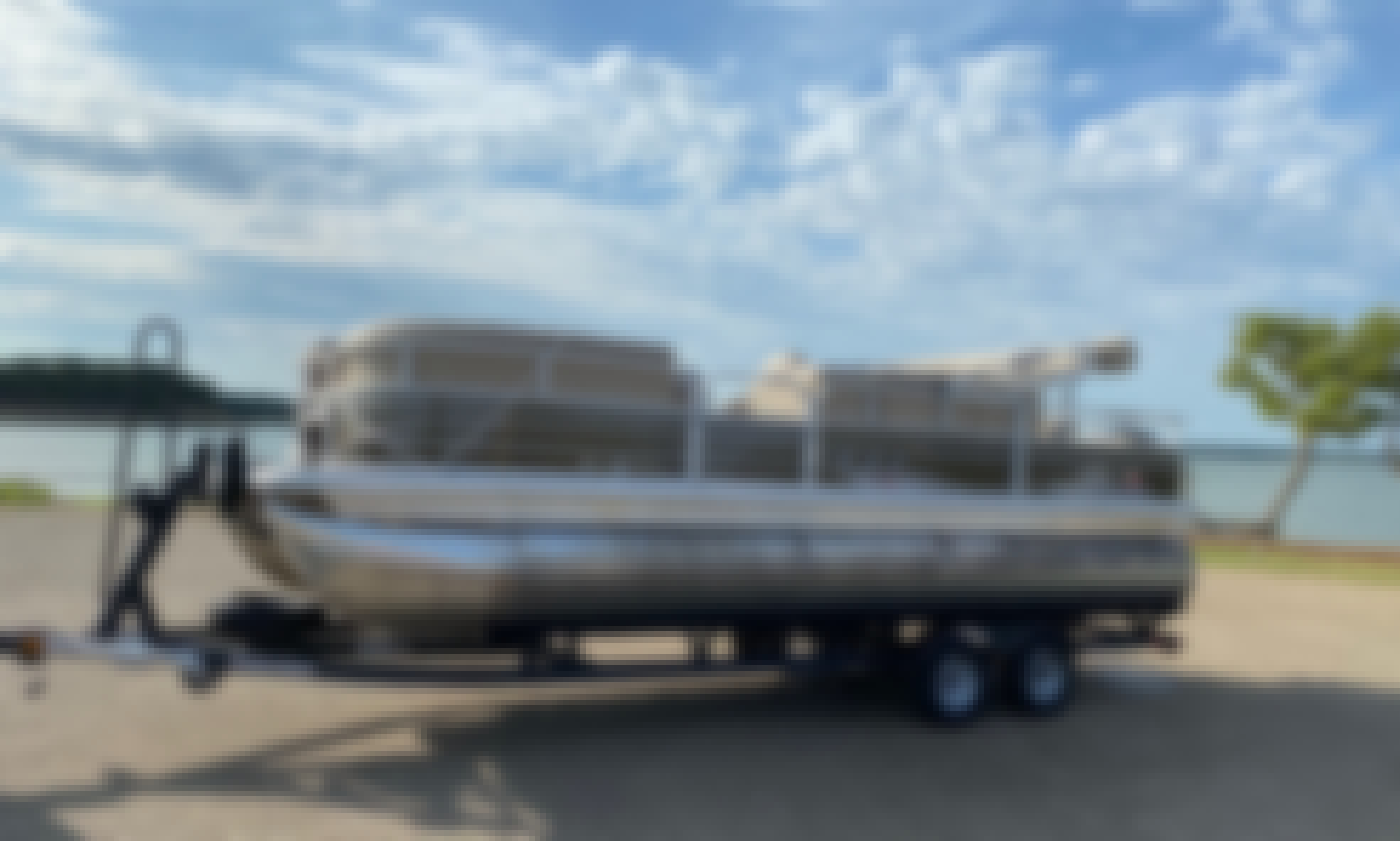 Rent or Charter this 22' Suntracker Pontoon in Grand Prairie or Grapevine, Texas