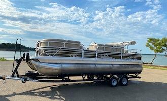 22' Suntracker Pontoon in Grand Prairie or Grapevine, Texas- Jet Skis
