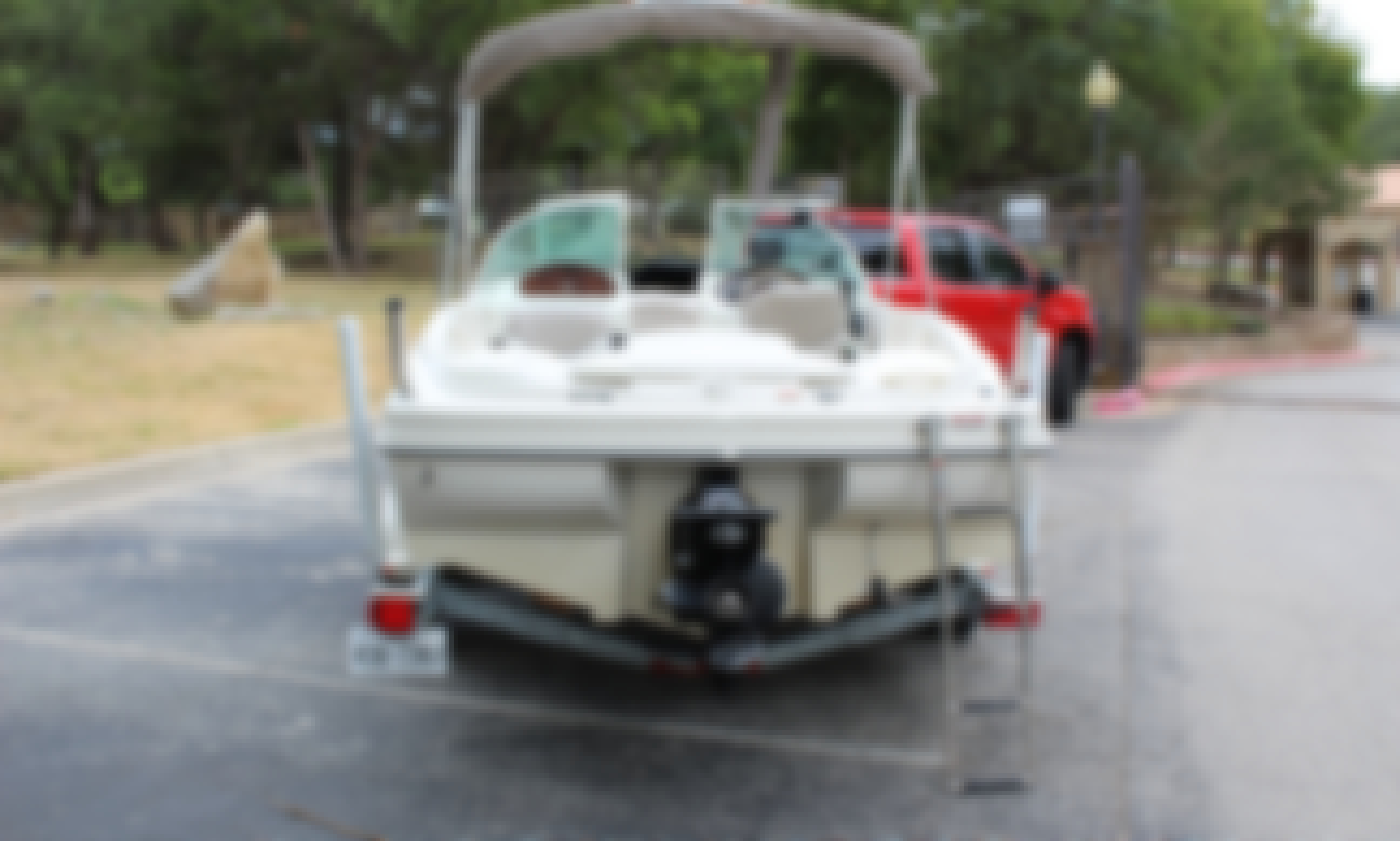 SeaRay Bow Rider Lake Travis/Lake Austin - Great for a family of four or a couple of couples!