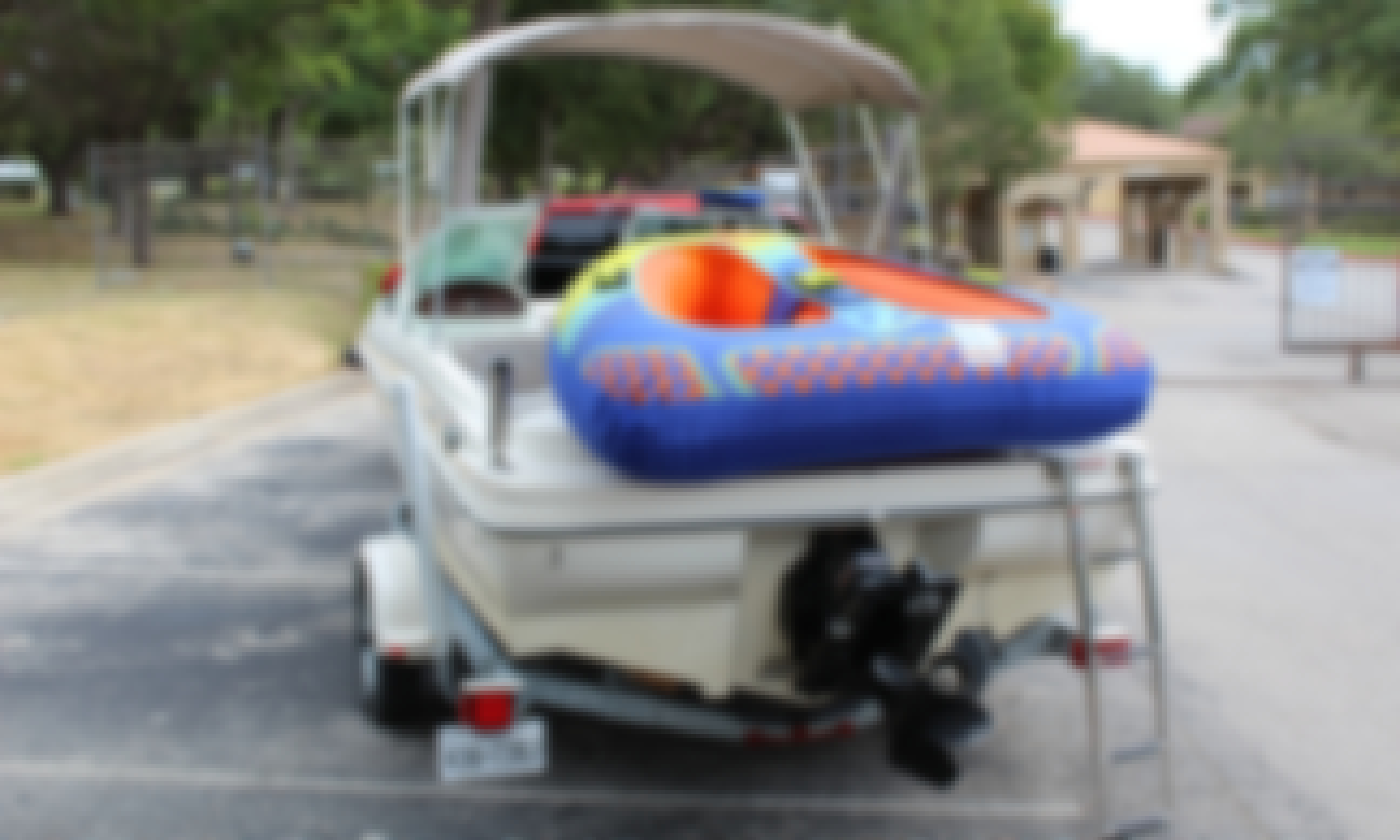 SeaRay Bow Rider on Lake Travis - Great for a family of four or a coupe of couples! Fuel & Captain included.
