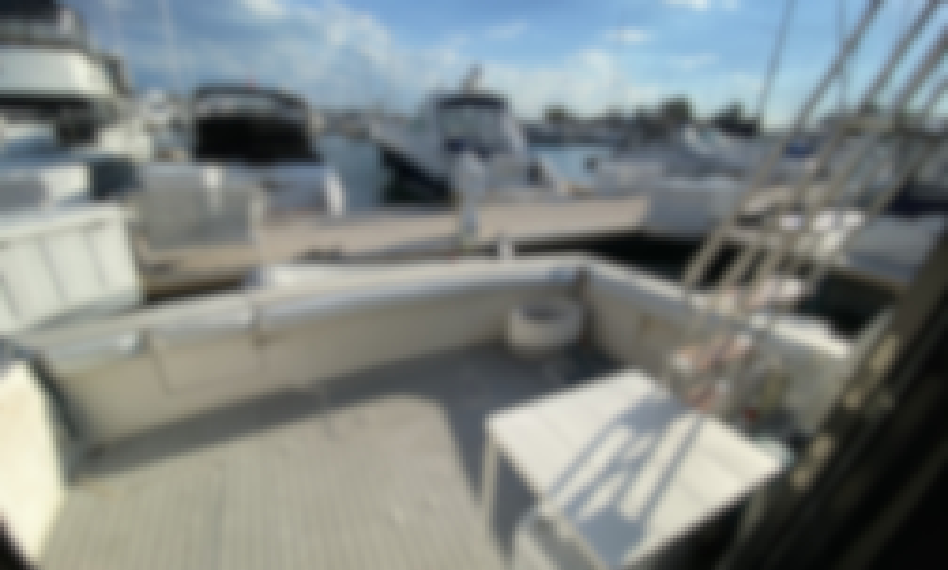 38' Silverton motor yacht: Perfect for entertaining