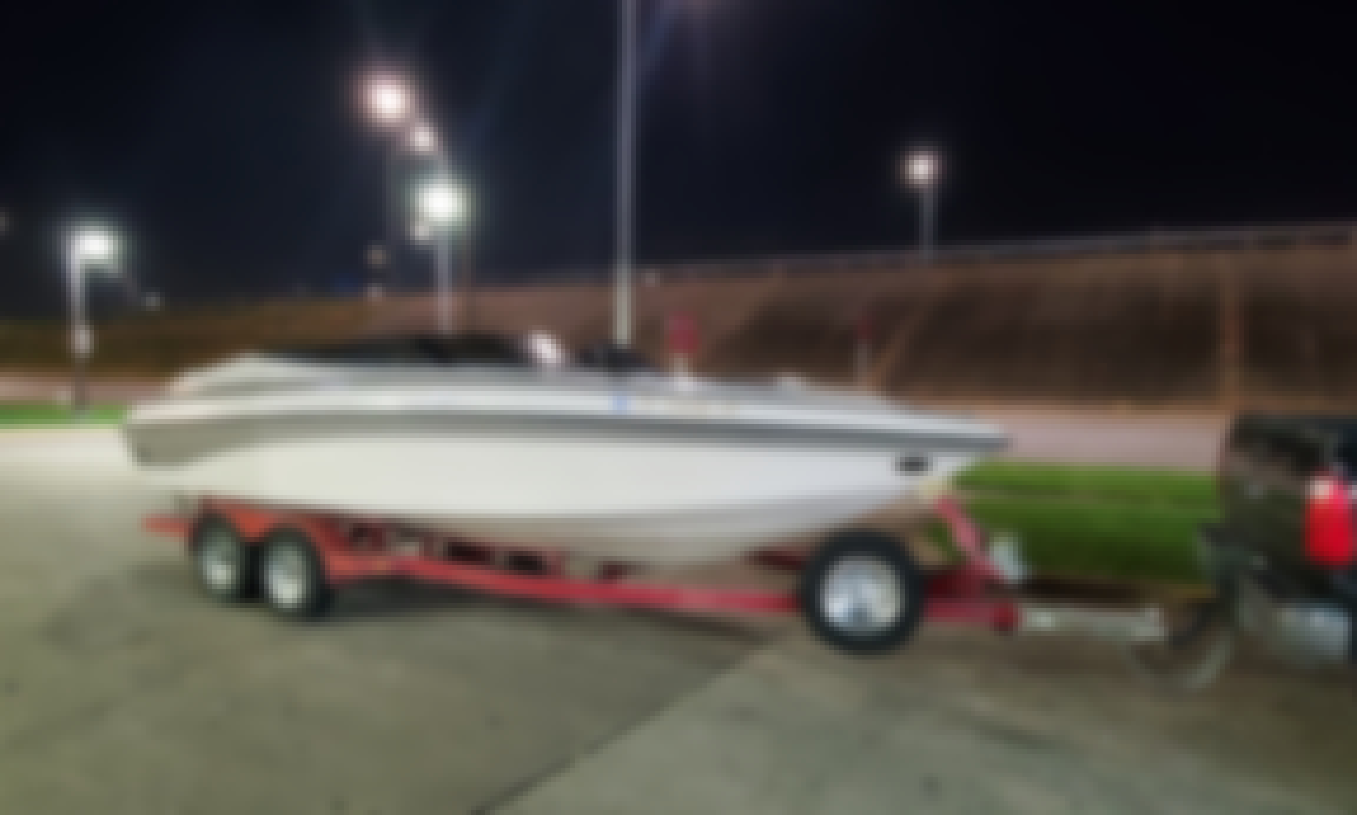 Crownline LPX 225 BR for Rent in Oak Point