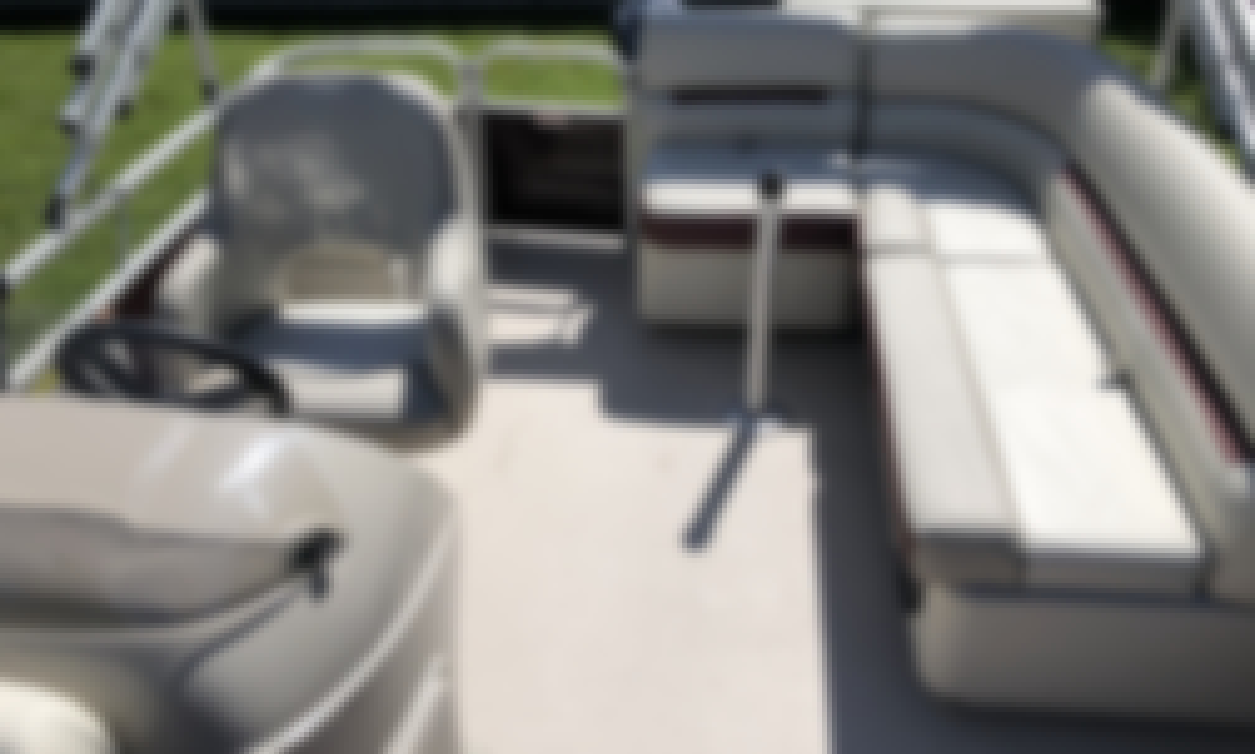 18 ft Pontoon Boat for 12 Persons in Daytona Beach