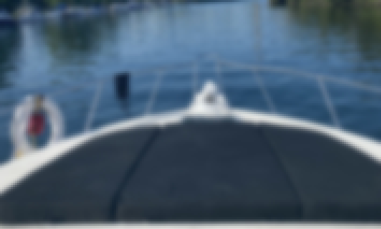 Toronto Harbour/Islands Yacht Charters - 39 Foot Cabin Cruiser!