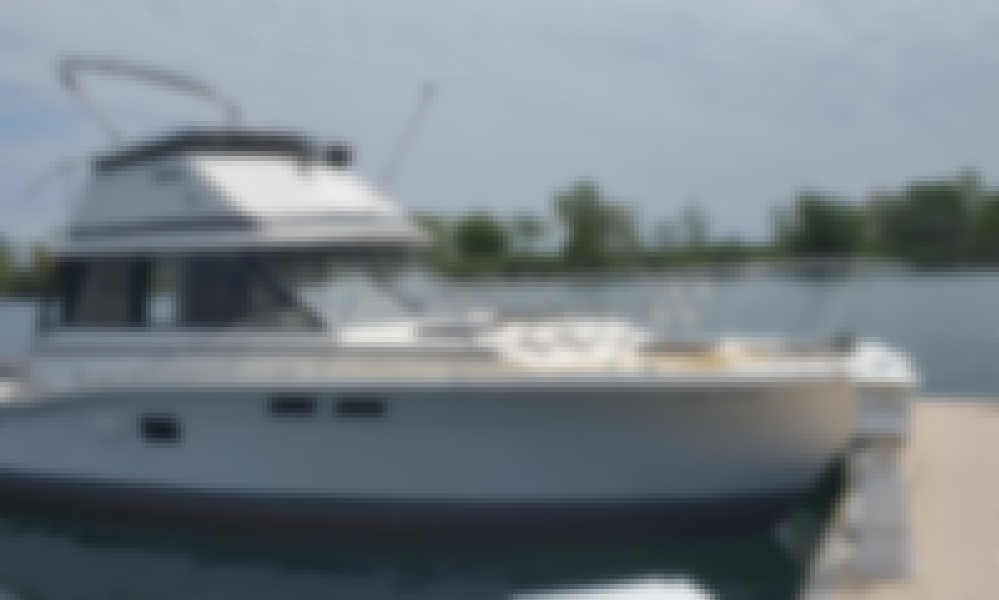 Spacious Motor Yacht Charter for 8 People in Toronto