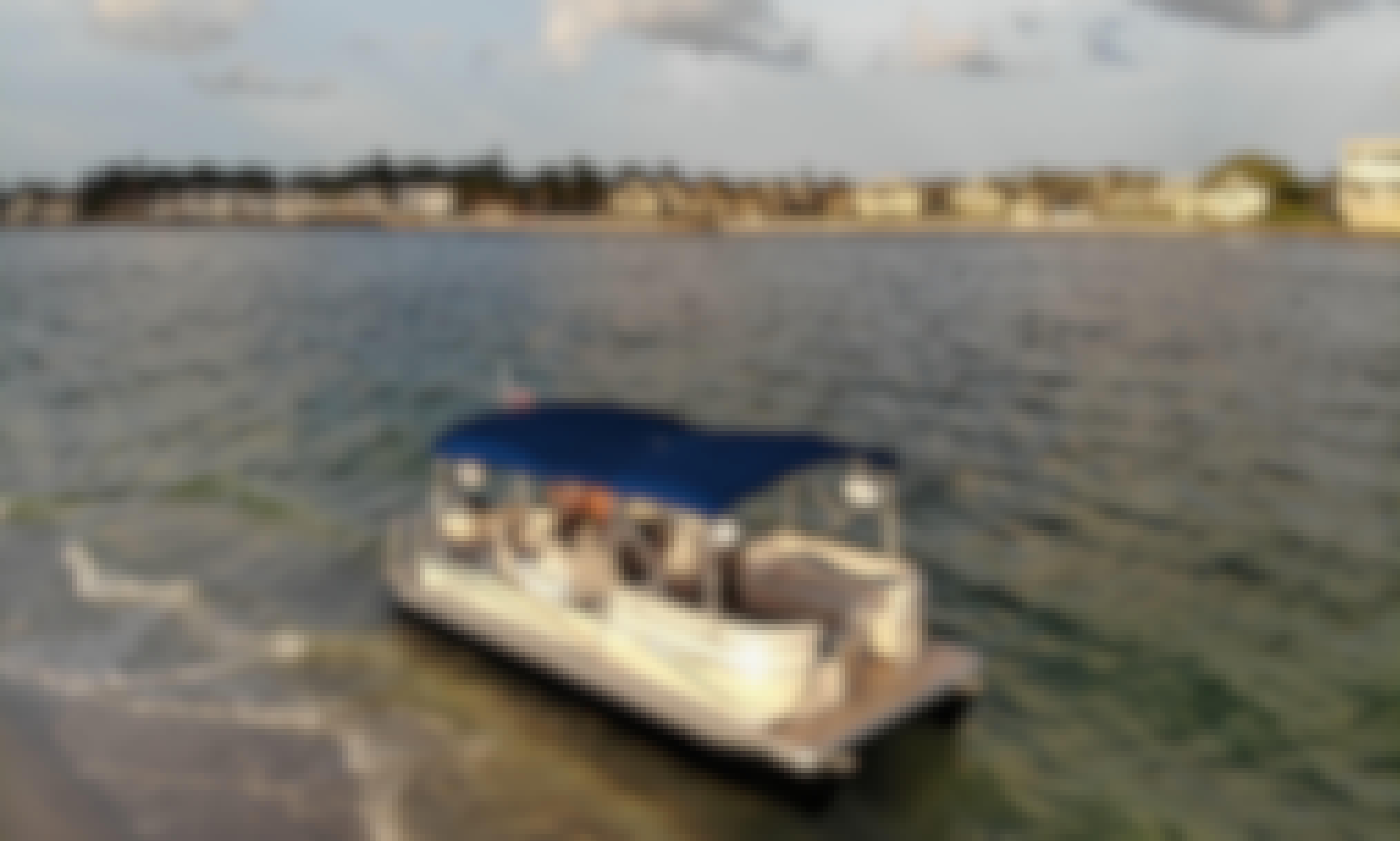 23' Sweetwater Pontoon Rental in Sarasota, Florida