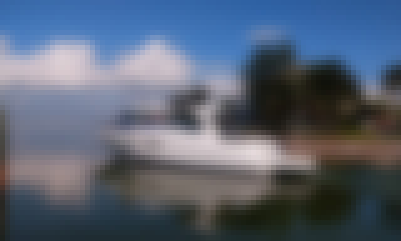 Sea Ray Sundancer  Motor Yacht Rental in Cancún, Quintana Roo