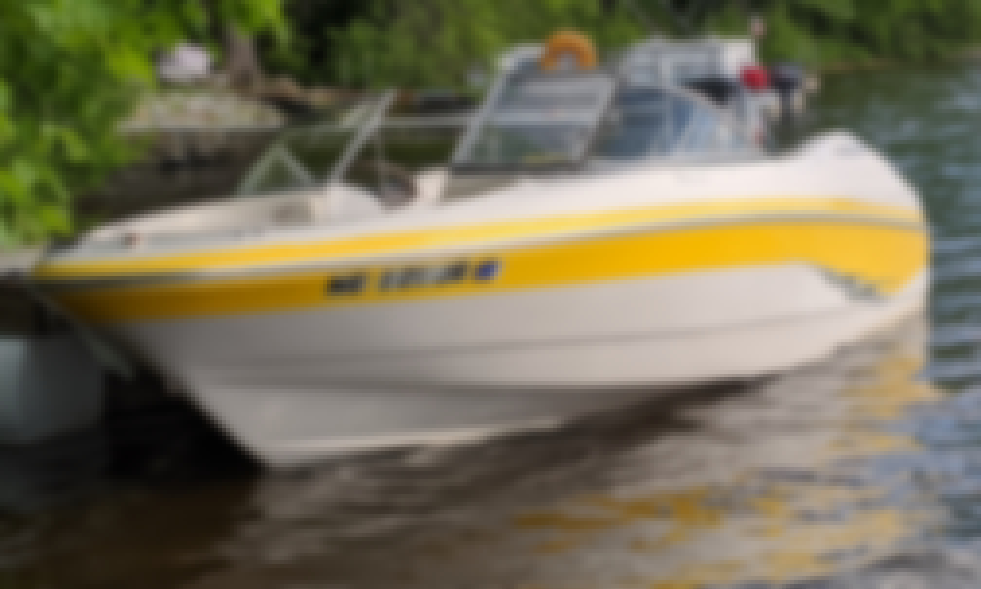 17 foot bowrider on Moose Pond in Denmark, Maine: includes dock and property use!