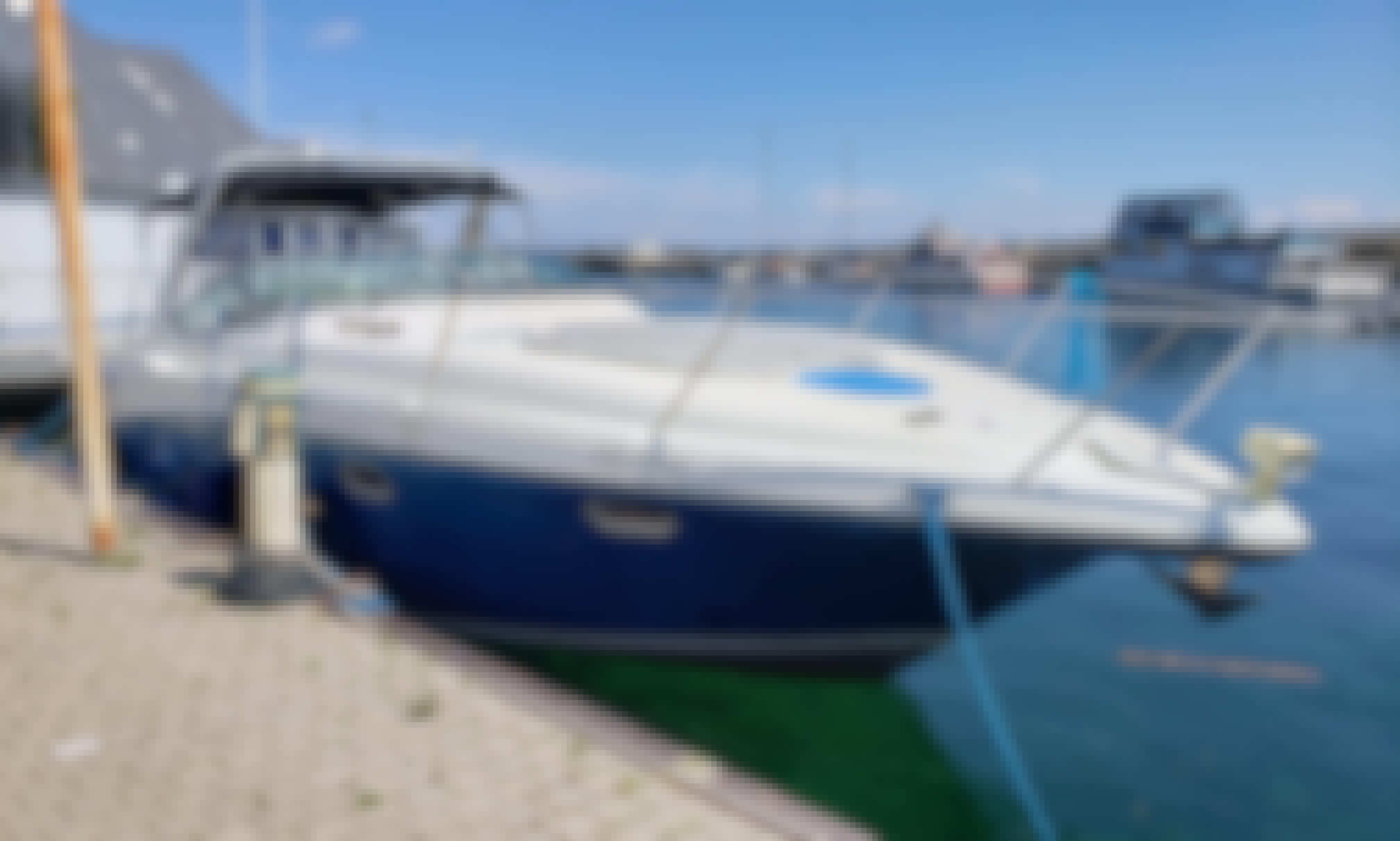 Motor Yacht Rental in Toronto, Ontario
