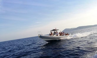 30' Speedboat for 12 People in Komiža, available for half day and full day rental!