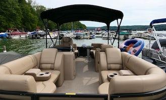 Pontoon Rental in Lake Wallenpaupack, Pennsylvania