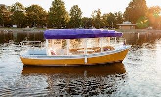 21ft ''Sun Cruiser'' Duffy Electric Boat in Kirkland, Washington.