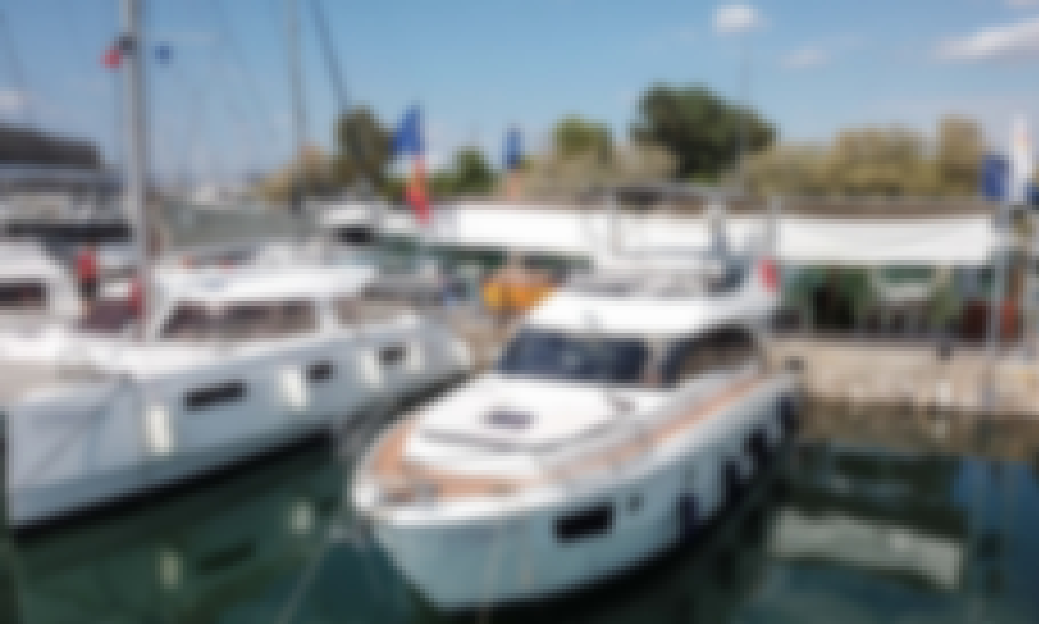 Relaxing Boating Experience in Alimos, Athens! Aboard Bavaria Virtess 420 Yacht!