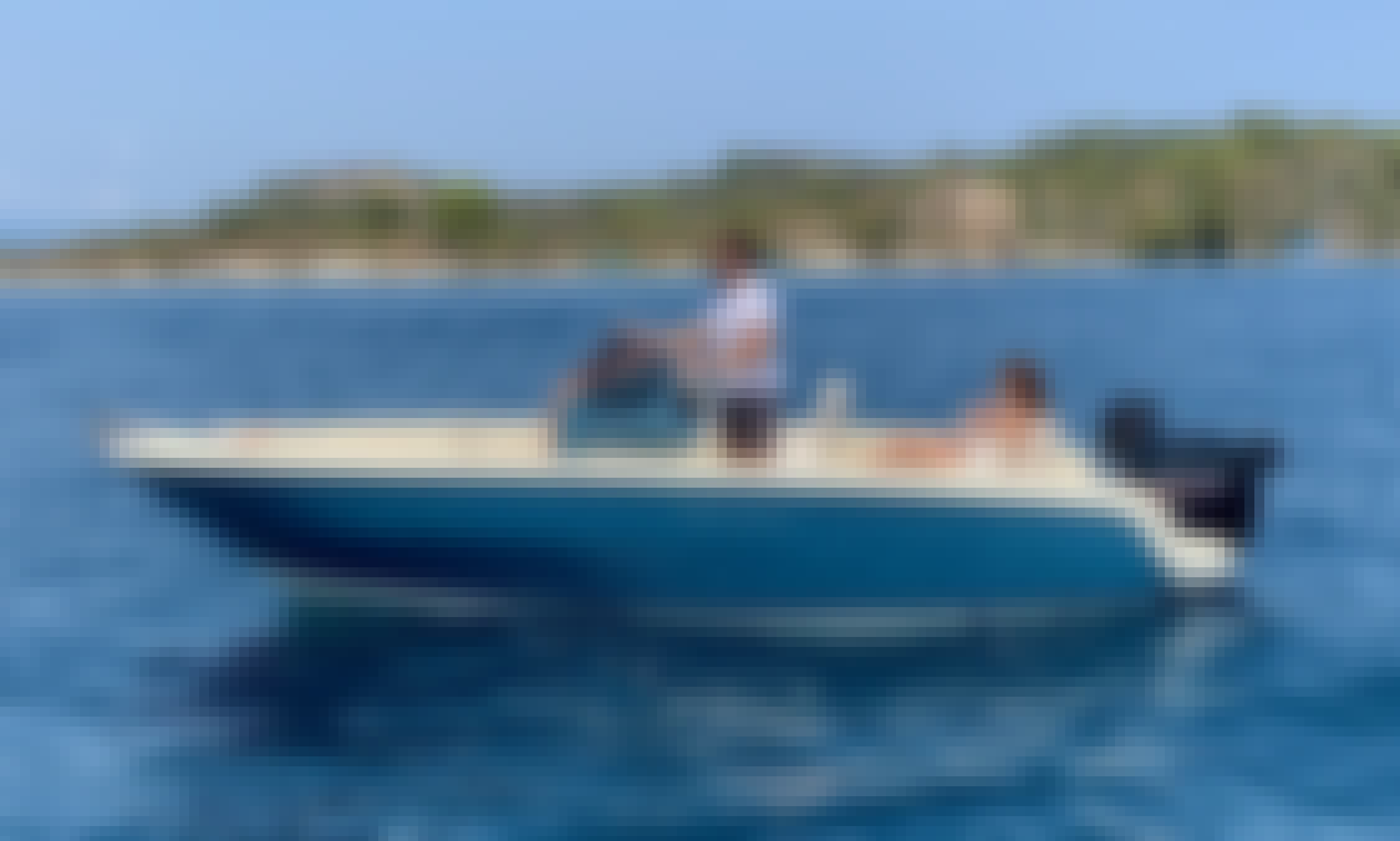Invictus FX200, luxurious boat with License In Chalkidiki