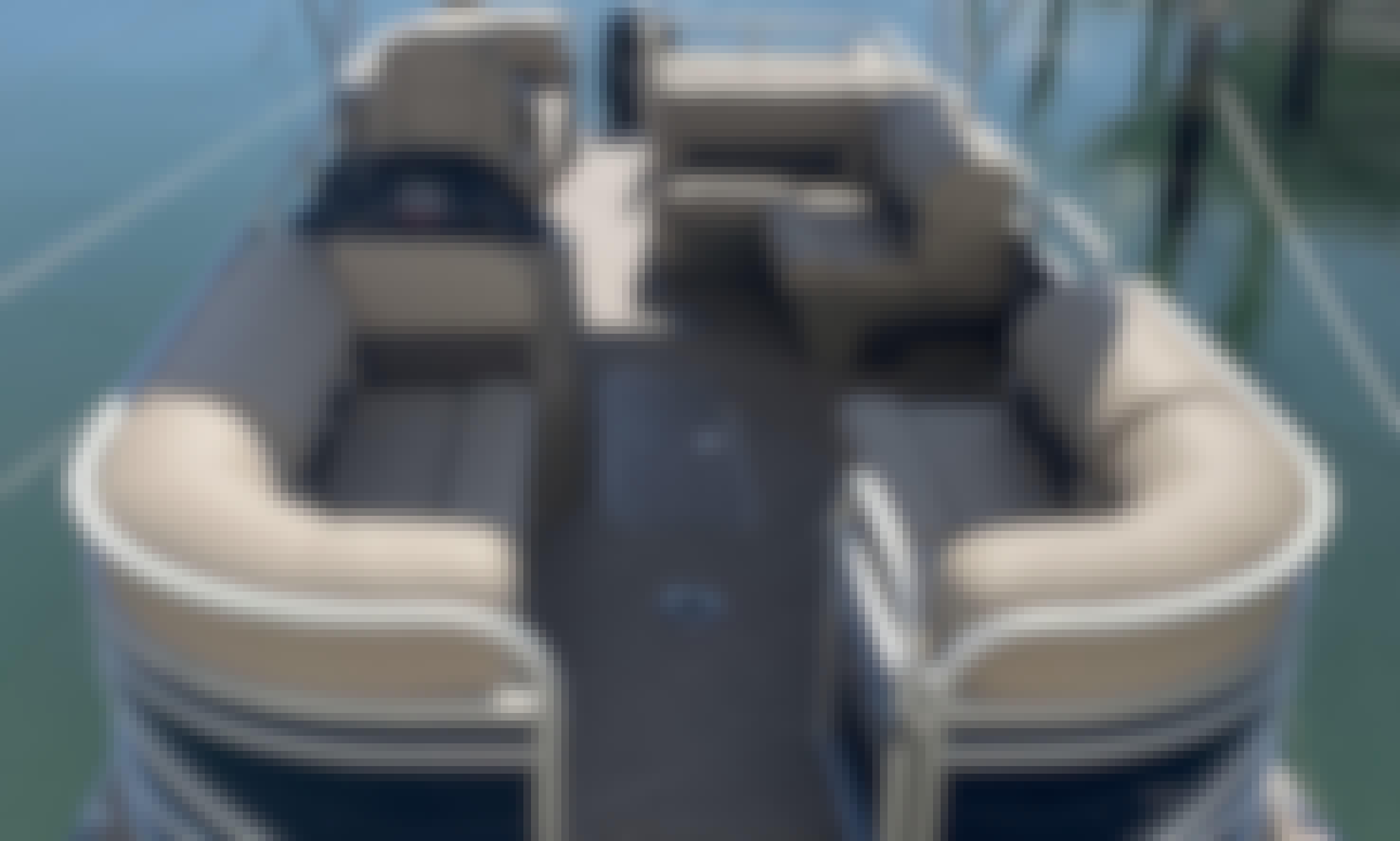 "Beautiful 2020 Suntracker Pontoon 24"" in Miami Bay!"
