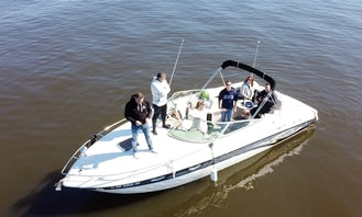 30 ft Rinker Captiva Boat Rental for 8 People in Montreal, Canada