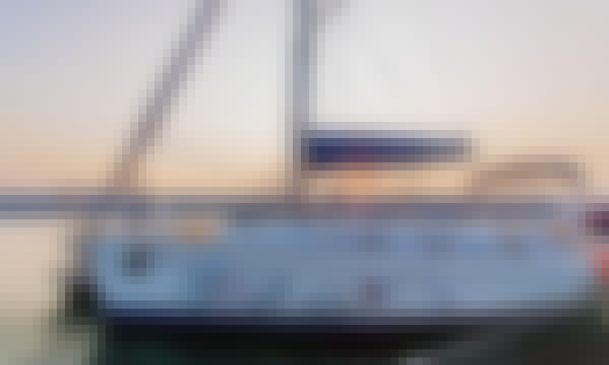 Beautiful Bavaria Cruiser 32 Sailing Yacht for Charter in Marshall, California