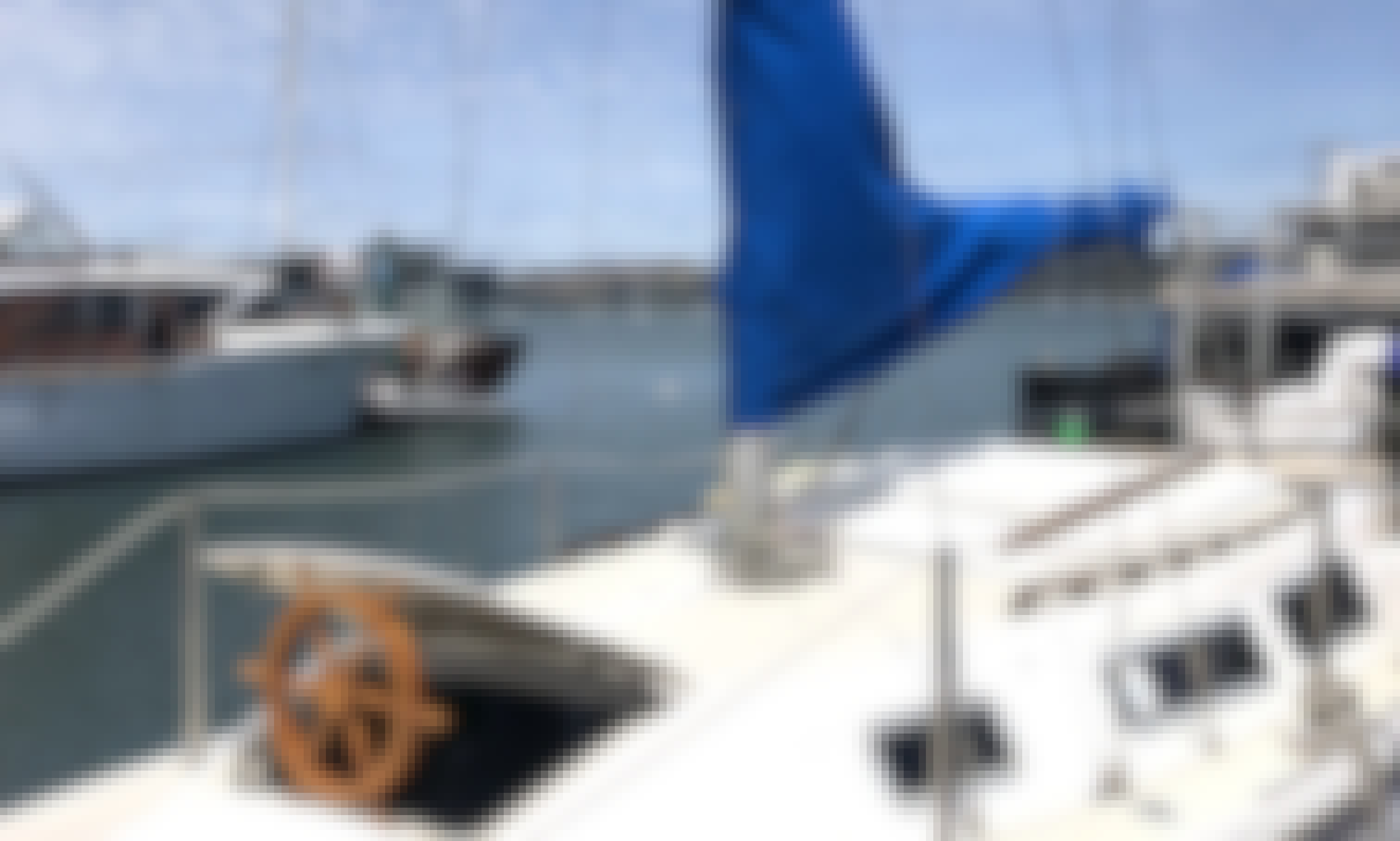 Welcome onboard a beautiful Sailboat! Book the 25' Catalina Sailing Yacht now!