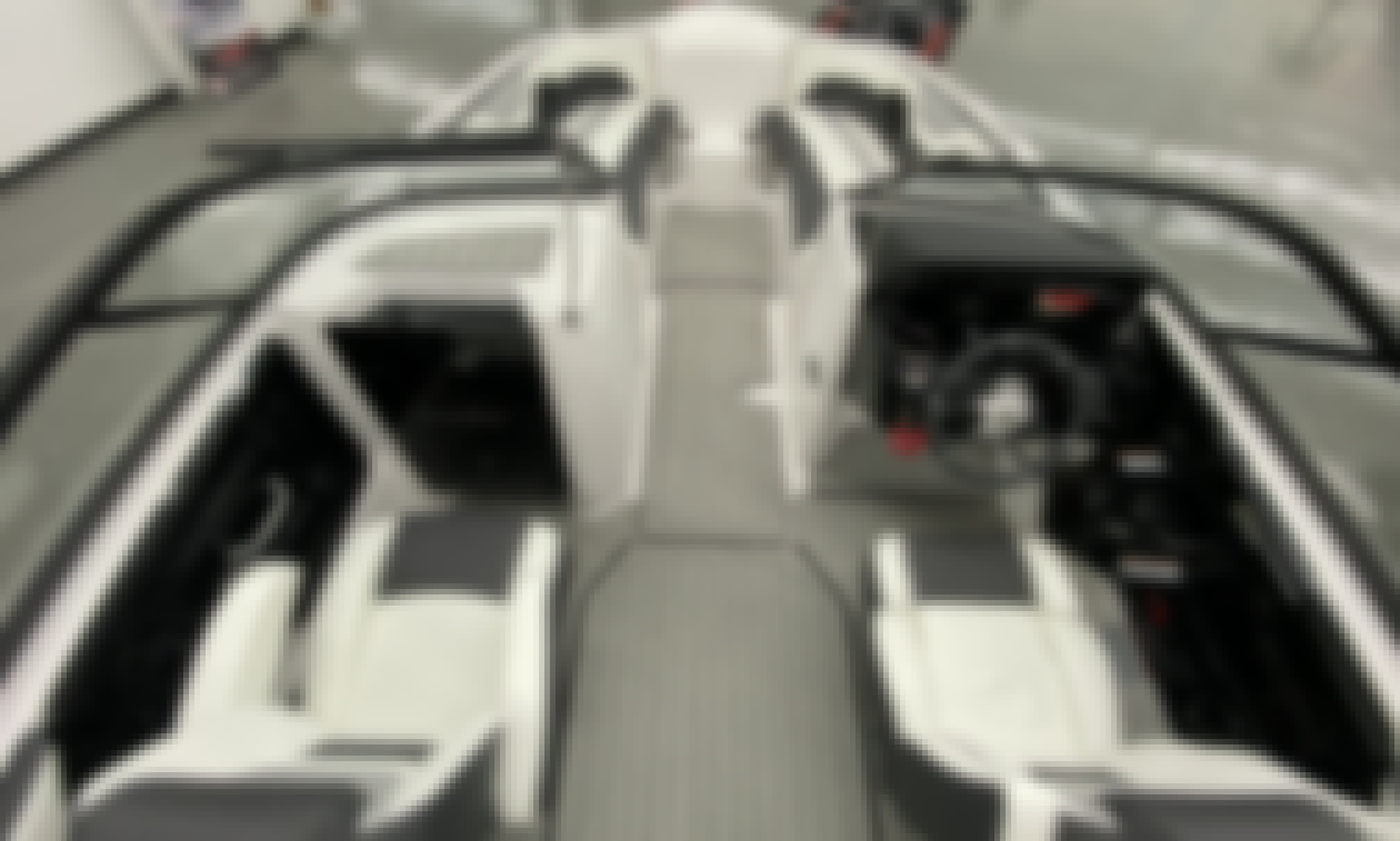 Cruise the lake in style on this 2021 Yamaha 212S Power Boat!!!