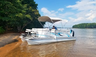 Qwest Luxury Tritoon Sport/Cruise on Stunning Lake Norman!