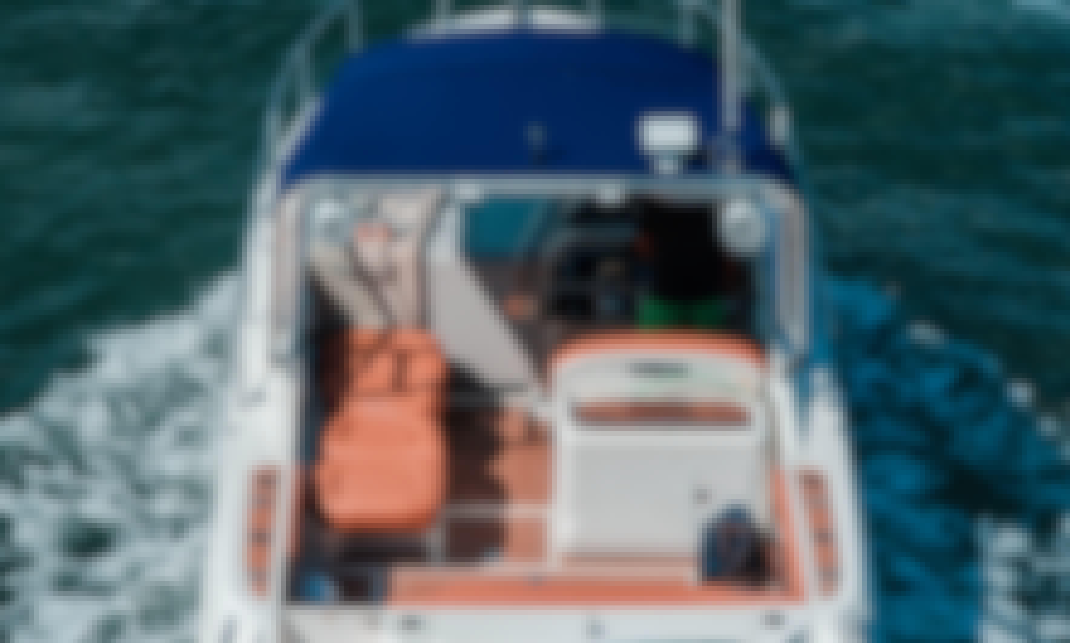 Beautiful 31' Sea Ray Motor Yacht in Miami, FL