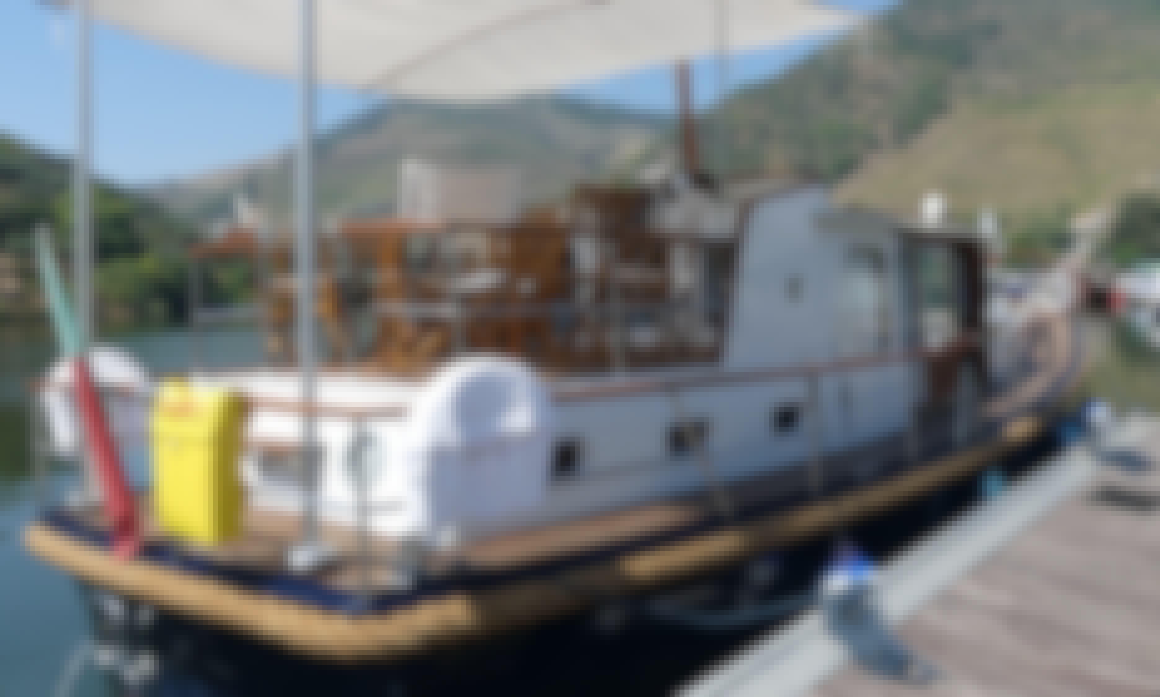 Valk Gentleman's Motor Yacht 40' Tour in Pinhão, Portugal
