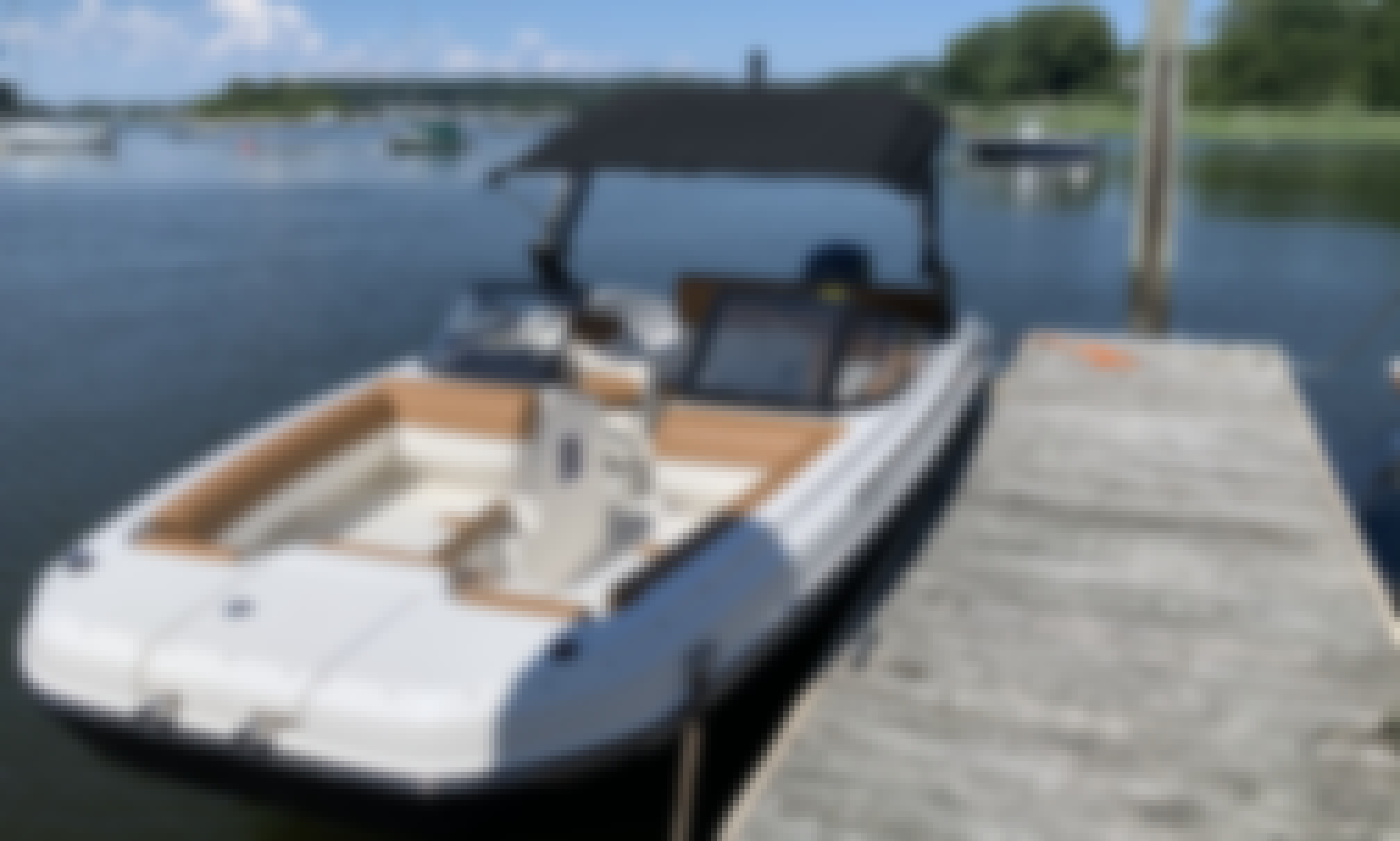 2021 22' Deck Boat in Northport, Long Island Northport, New York