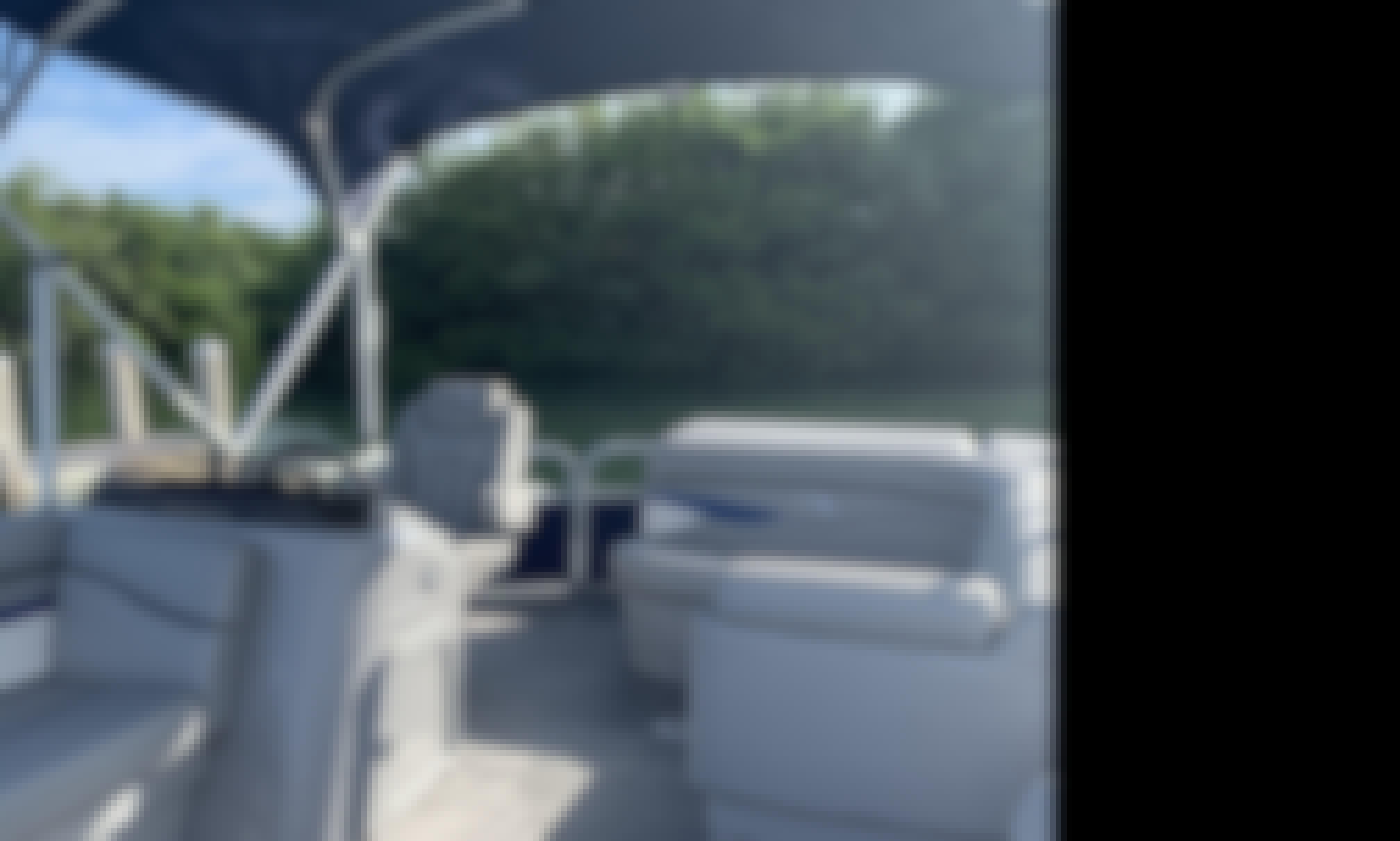 Beautiful/ Comfortable Pontoon for cruising Sarasota Bay