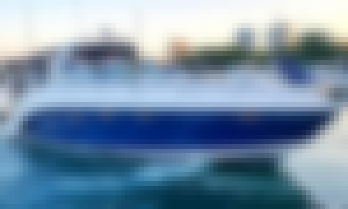 Rinker Express Cruiser Yacht in Beautiful Miami Beach, Florida