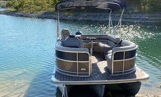 **2021 Super Owner** 22' Berkshire Tri-toon Rental with tube in Canyon Lake, TX