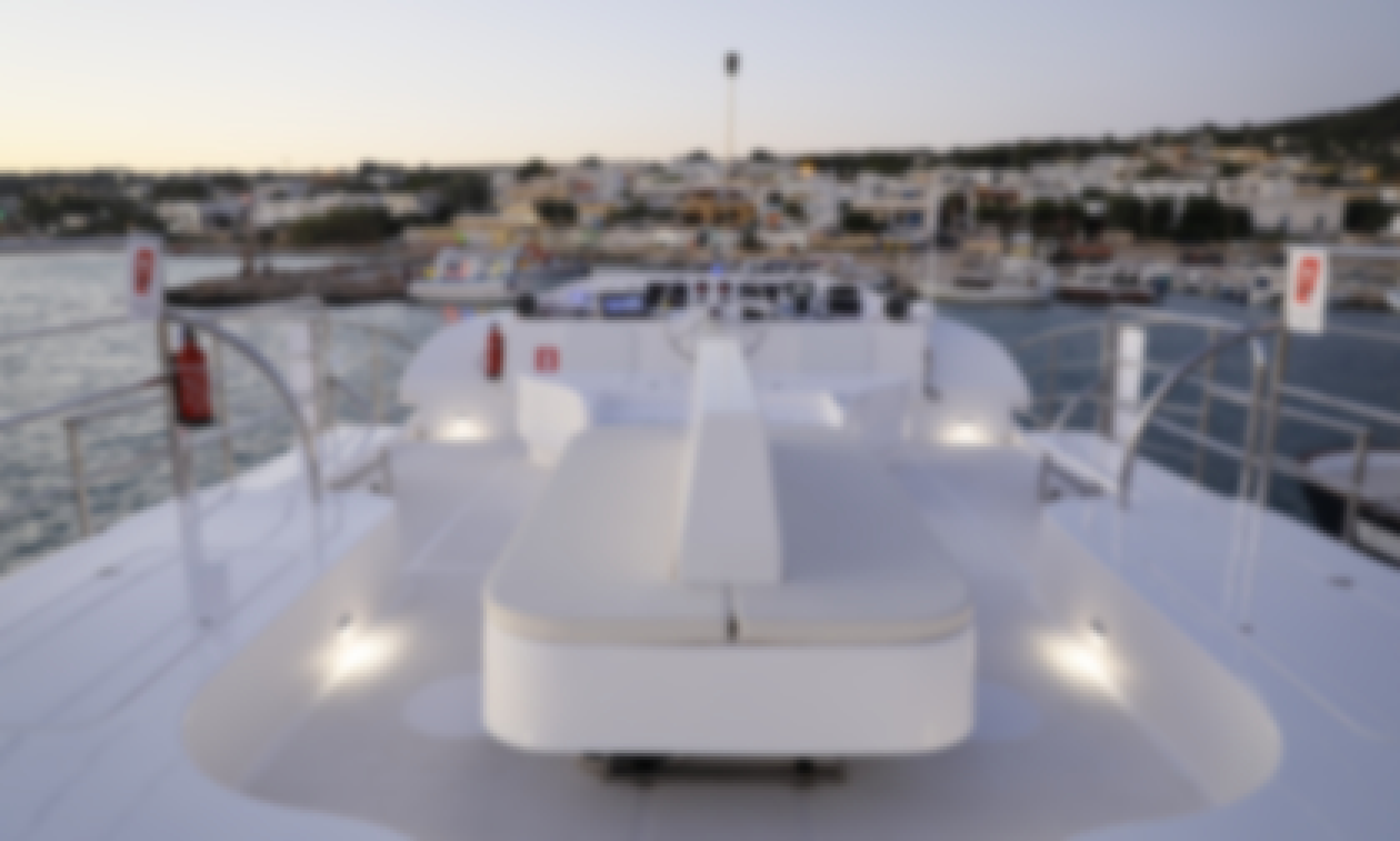 Maxi Luxury Catamarano Tour in Italy