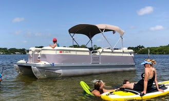 22' Bennington Pontoon Pleasure Cruises for 6 People with Captain in St. Petersburg, Florida
