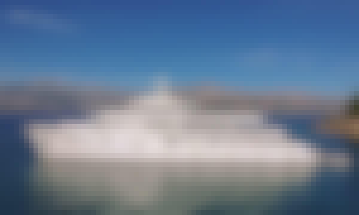 Beautiful Mini Cruiser Yolo Power Mega Yacht Rental in Postira, Splitsko-dalmatinska županija
