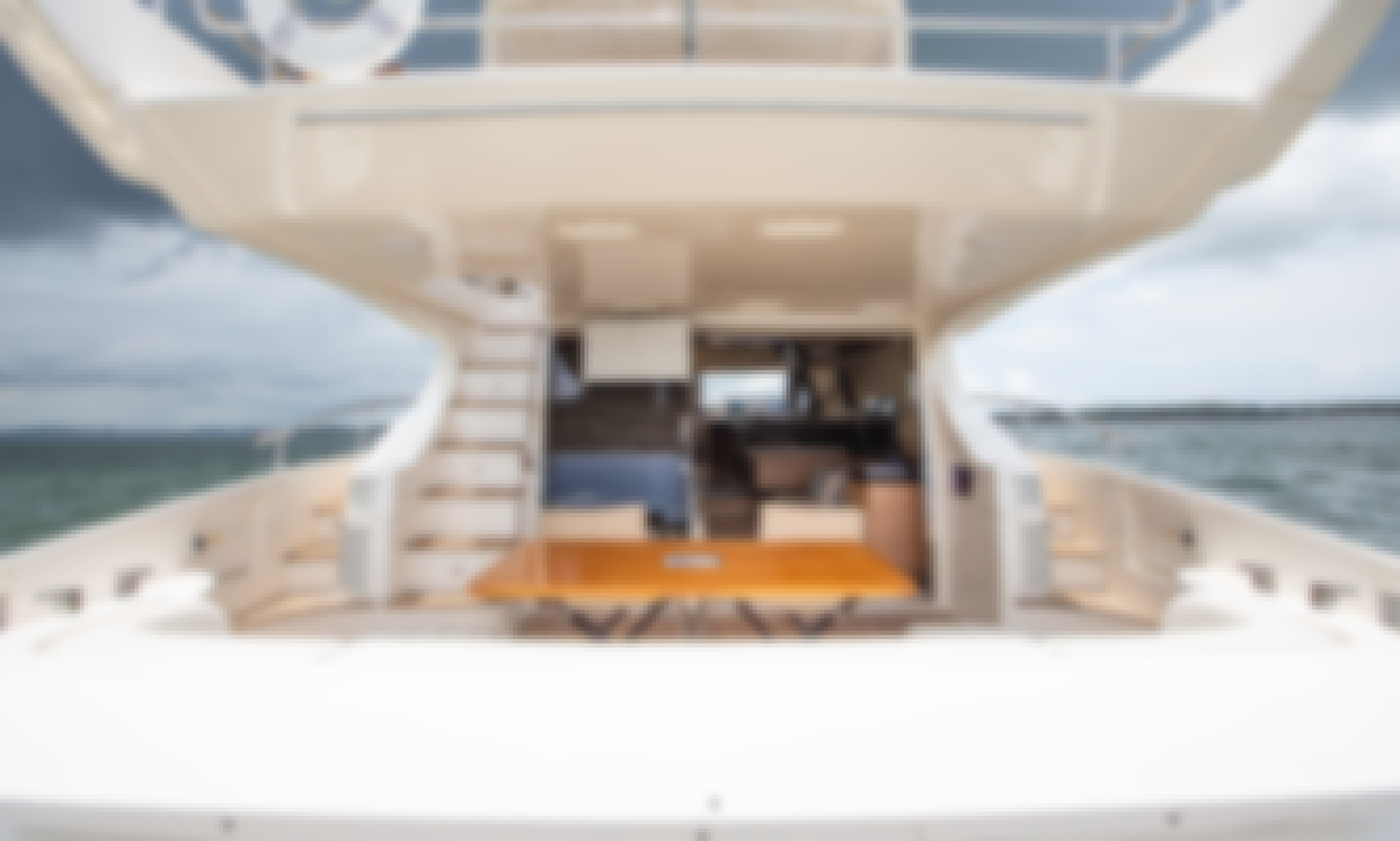 Azimut 64 Flybridge for Charter in Colombia