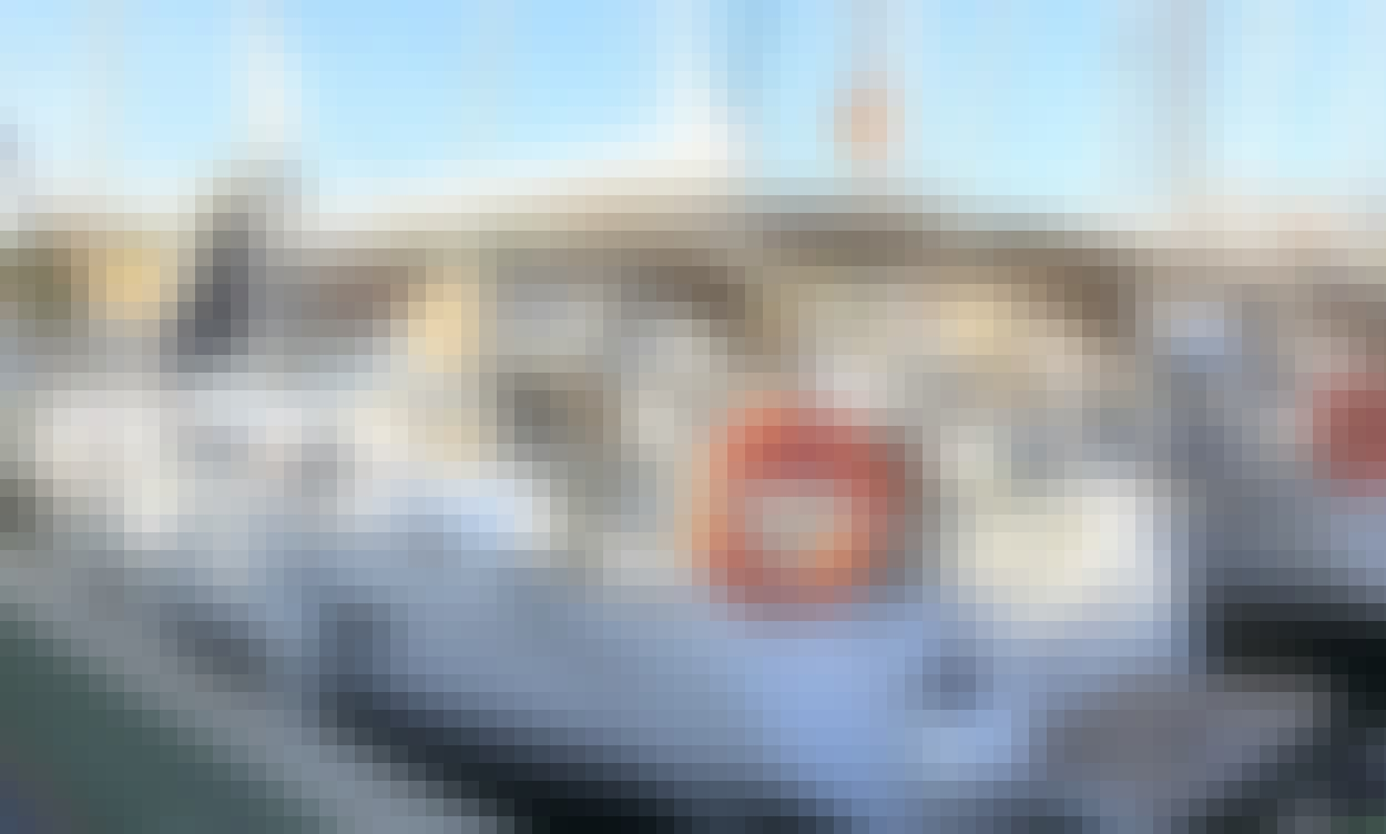 Cruise onboard 52' Jeanneau Cruising Monohull in Arona, Canary