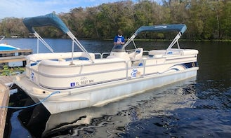 Suncatcher Pontoon for 10 People available to rent in Jacksonville, Florida!