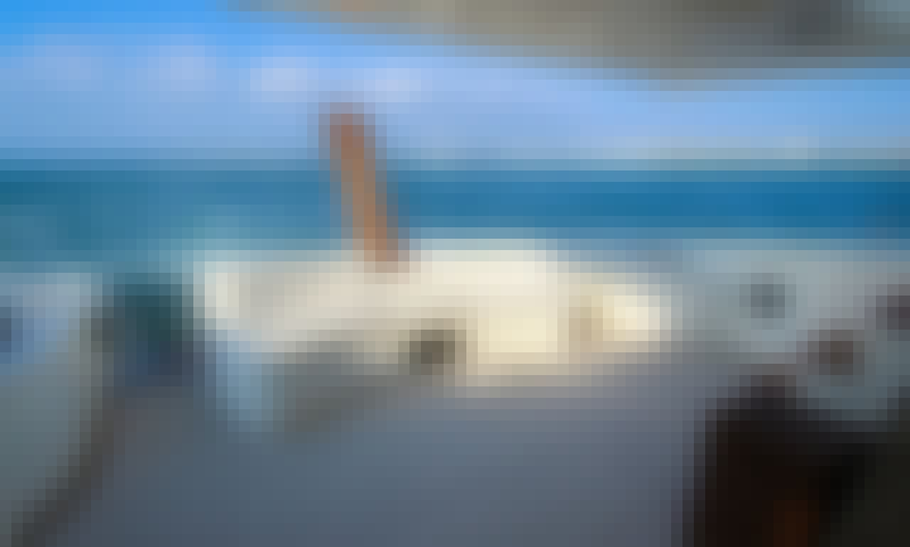 Amazing Azimut 62' Luxury Yacht for Charter in Beautiful Puerto Vallarta